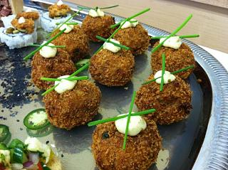 Click image for larger version  Name:Crab cakes on platter.jpg Views:371 Size:89.0 KB ID:10640