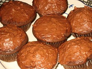 Click image for larger version  Name:Cupcakes2.jpg Views:169 Size:113.4 KB ID:12081