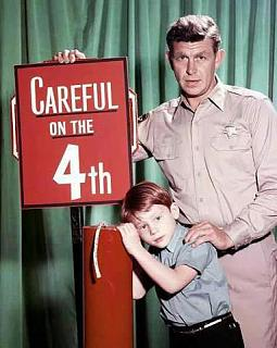 Click image for larger version  Name:Andy Griffith and Ron Howard 4th.jpg Views:103 Size:31.8 KB ID:14145