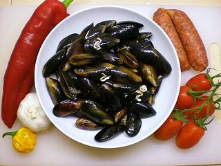 Click image for larger version  Name:MUSSELS CHORIZO & PEPPERS 002.JPG Views:137 Size:98.1 KB ID:14611