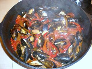 Click image for larger version  Name:MUSSELS CHORIZO & PEPPERS 006.JPG Views:131 Size:116.6 KB ID:14615