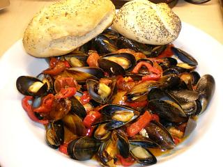 Click image for larger version  Name:MUSSELS CHORIZO & PEPPERS 008.JPG Views:193 Size:105.8 KB ID:15479