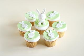 Click image for larger version  Name:cupcakes-n-macarons_easter bunny cupcakes 1.jpg Views:162 Size:37.0 KB ID:17503