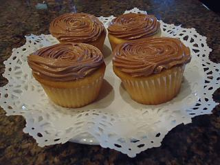 Click image for larger version  Name:italian buttercream iced cupcakes.jpg Views:318 Size:120.0 KB ID:22150