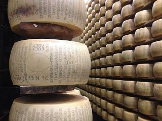 Click image for larger version  Name:Unapproved_Parmigiano-Reggiano_wheel_on_shelf.jpg Views:49 Size:75.7 KB ID:27409