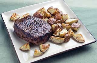 Click image for larger version  Name:SteakTaters001.jpg Views:97 Size:145.4 KB ID:31483