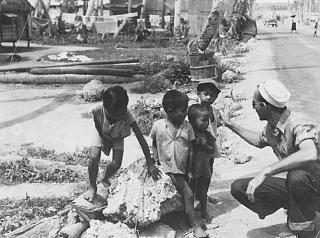 Click image for larger version  Name:Daddy in navy with children - perhaps Philippines.jpg Views:39 Size:195.0 KB ID:32173