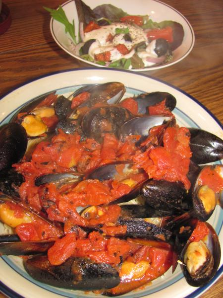 Click image for larger version  Name:Mussels, Tomato-Garlic Sauce, Angel Hair.jpg Views:27 Size:54.7 KB ID:32329