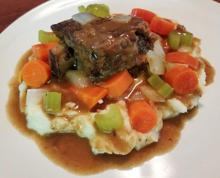 Click image for larger version  Name:browned and braised short ribs, veggies, gravy over mashed.jpg Views:17 Size:49.9 KB ID:32388