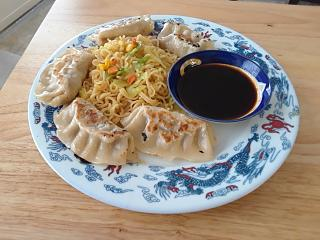 Click image for larger version  Name:Noodles and goyza.jpg Views:13 Size:64.9 KB ID:35126