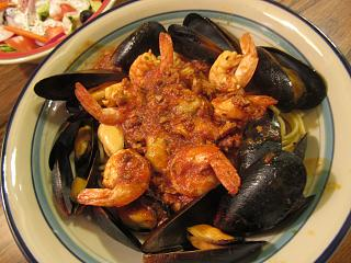 Click image for larger version  Name:Mussels, Shrimps in Red Clam Sauce.jpg Views:17 Size:74.6 KB ID:35256