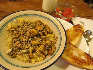 Click image for larger version  Name:Rigatoni with Mussels in White Clam sauce.jpg Views:17 Size:78.0 KB ID:35782