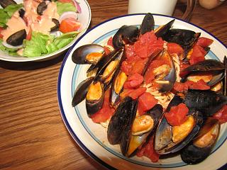 Click image for larger version  Name:Steamed Mussels on a bed of #8, .jpg Views:37 Size:86.4 KB ID:36668