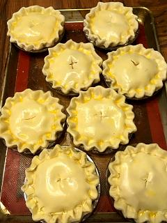 Click image for larger version  Name:uncooked_mini_meat_pies_092118_IMG_6258.jpg Views:34 Size:43.4 KB ID:36781