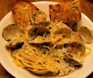 Click image for larger version  Name:linguini_clams_garlic_bread_122419_P1100320.jpg Views:15 Size:142.2 KB ID:37950