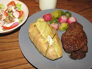 Click image for larger version  Name:Filet Mignon, Sprouts & Radishes.jpg Views:58 Size:73.1 KB ID:37984