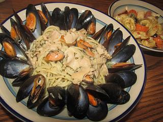 Click image for larger version  Name:Mussels in Garlic Butter.jpg Views:46 Size:75.0 KB ID:38048