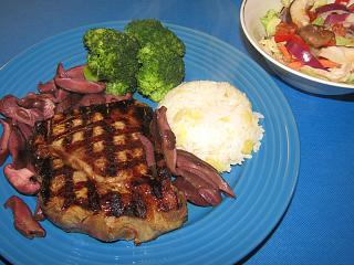 Click image for larger version  Name:N.Y. Strip,Shiitaki's In Butter & Wine.jpg Views:40 Size:76.7 KB ID:38306