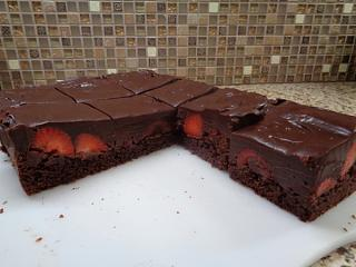 Click image for larger version  Name:Best Chocolate Covered Strawberry Brownies.jpg Views:17 Size:254.5 KB ID:38635