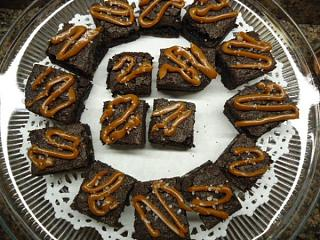 Click image for larger version  Name:Best Dark Chocolate Salted Caramel Brownies.jpg Views:46 Size:89.9 KB ID:38646
