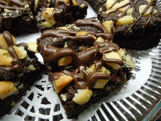 Click image for larger version  Name:Best Macadamia Nut Brownies.jpg Views:18 Size:114.1 KB ID:38648