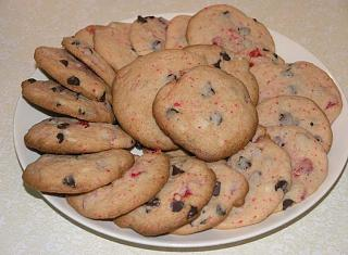 Click image for larger version  Name:Cherry_DarkChocolateChip_CakeCookies.jpg Views:123 Size:60.9 KB ID:4078
