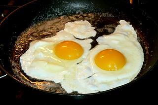 Click image for larger version  Name:fried_eggs_060211_2_P1080529.JPG Views:27 Size:111.3 KB ID:41148