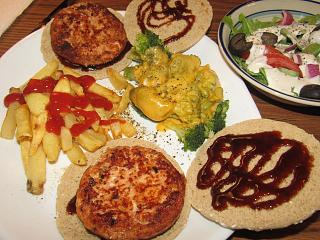 Click image for larger version  Name:Salmon burgers.jpg Views:16 Size:86.5 KB ID:41552
