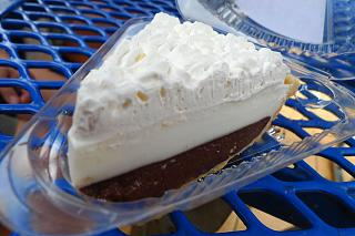 Click image for larger version  Name:Teds-Chocolate-Haupia-Pie.jpg Views:16 Size:53.1 KB ID:42151