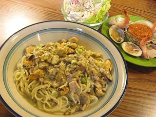 Click image for larger version  Name:Pasta with Mussels & Clams.jpg Views:21 Size:77.7 KB ID:43651