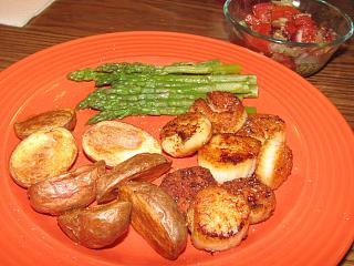 Click image for larger version  Name:Scallops, Seared, Roasted Baby Reds.jpg Views:28 Size:76.7 KB ID:43901