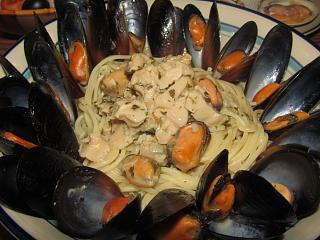 Click image for larger version  Name:Steamed Mussels in Clam Sauce.jpg Views:20 Size:65.4 KB ID:46462
