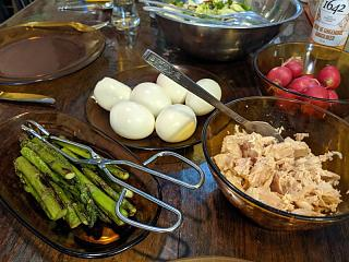 Click image for larger version  Name:Salad with tuna and asparagus, etc.jpg Views:7 Size:100.4 KB ID:47297