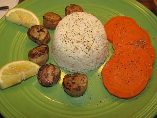 Click image for larger version  Name:Scallops, buttere rice.jpg Views:37 Size:63.9 KB ID:48601
