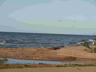 Click image for larger version  Name:Lake Erie 2 8-25-08.jpg Views:153 Size:50.7 KB ID:5077