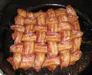 Click image for larger version  Name:bacon-and-cheese-roll.jpg Views:163 Size:59.9 KB ID:6642