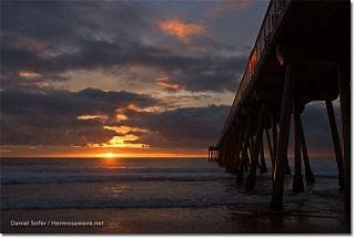 Click image for larger version  Name:Hermosa Beach at Sunset 1-1-05.jpg Views:138 Size:46.4 KB ID:7518