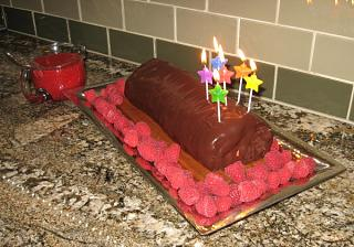 Click image for larger version  Name:gails cake1.jpg Views:175 Size:99.1 KB ID:8740
